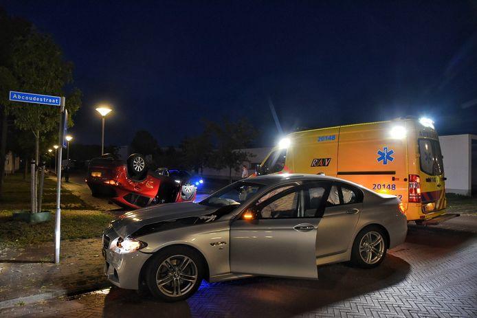 De auto's botsten op elkaar in een Tilburgse woonwijk