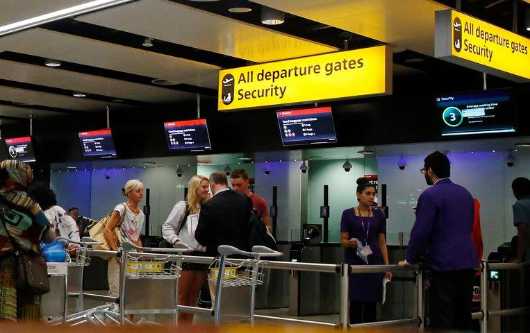 Veiligheidscontrole op Heathrow Airport.