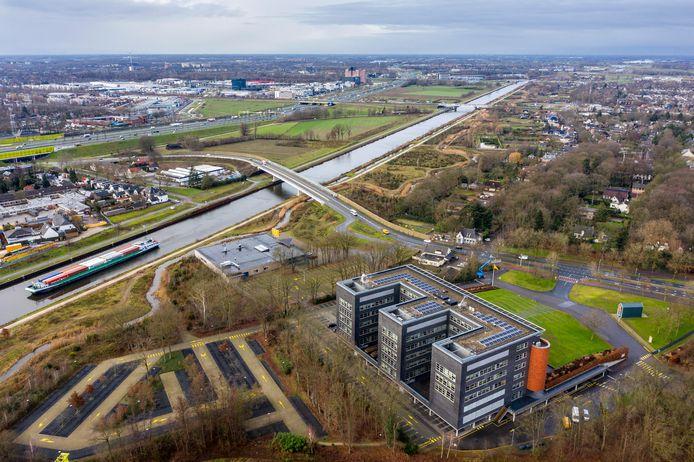 Rosmalen (rechts van het Maximákanaal) en Hintham en Den Bosch links van het nieuwe kanaal.
