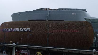 Deel van dak winkelcentrum Docks Bruxsel waait weg