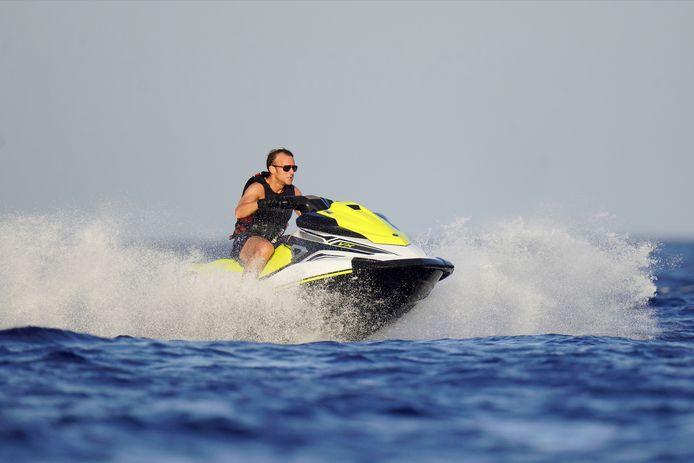 Le président s'est offert une escapade en solo sur un jet-ski.