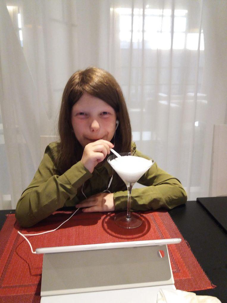 Birte Goyens (11) is tevreden met haar pruik van vzw Haarwerken.