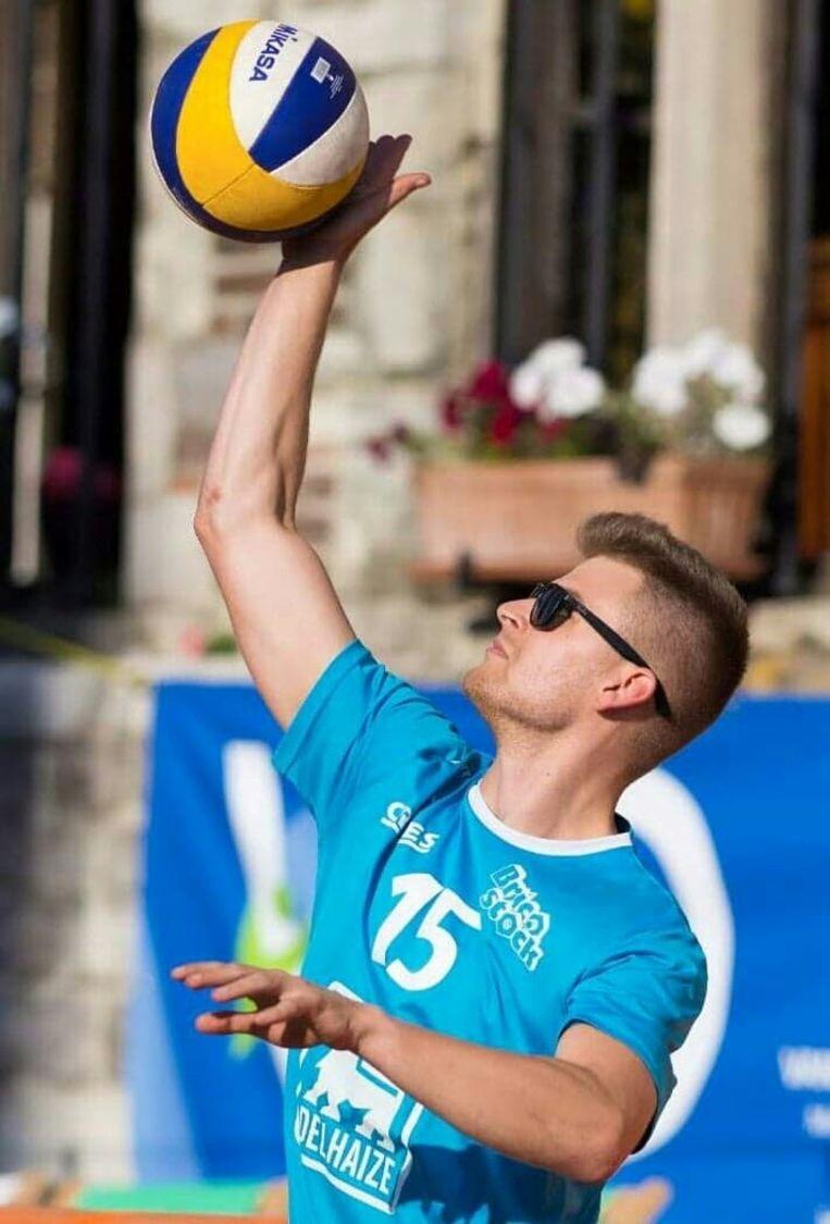 Jonas was een fervent volleybalspeler.