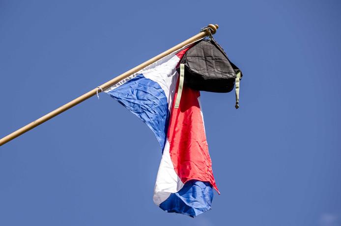 Foto ter illustratie. In de Betuwe is tegen leerlingen gezegd om de vlag nog maar even niet uit te hangen.