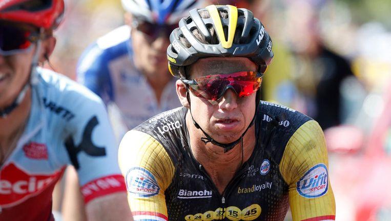 Dylan Groenewegen komt over de finish tijdens de negende etappe van de Tour de France tussen Arras en Roubaix. Beeld anp