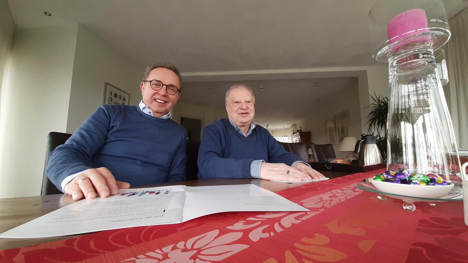 Voorzitter Jan Lanooy (li) en secretaris Kees Franken van het Roosendaalse Gehandicapten Platform RoGeP.