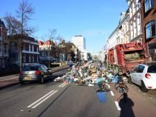 Stapel vuilnis zorgt voor verkeerschaos op Mauritskade
