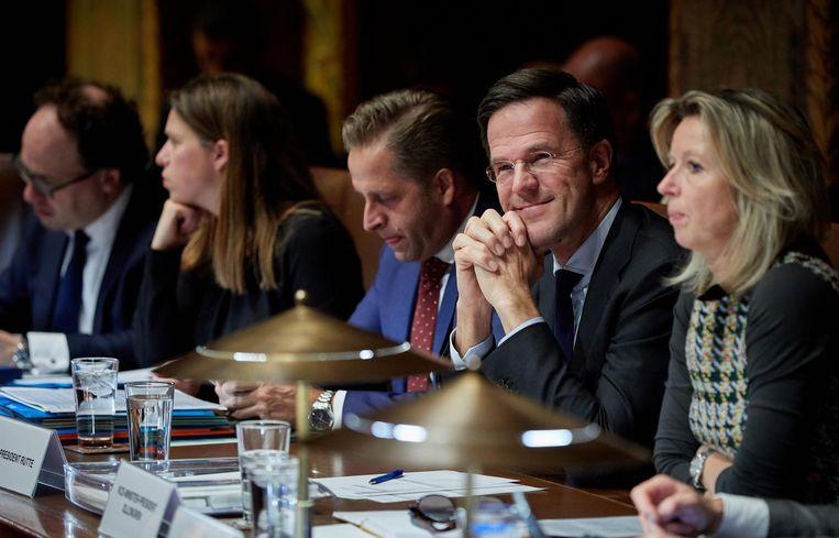 De ministers Koolmees, Schouten, De Jonge, Rutte en Ollongren bij de Algemene Politieke Beschouwingen in de Eerste Kamer. Beeld ANP