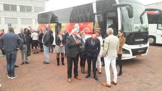 De Arnhemse delegatie arriveert op het Mediapark in Hilversum.