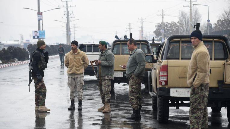 Veiligheidstroepen bewaken de omgeving van de militaire academie na de dodelijke aanslag. Beeld afp