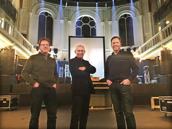 Jan Andries de Boer, Piet van Die en Fred Omvlee (vlnr) in Paradiso, waar zij op zondag 2 juni een kerkdienst verzorgen.