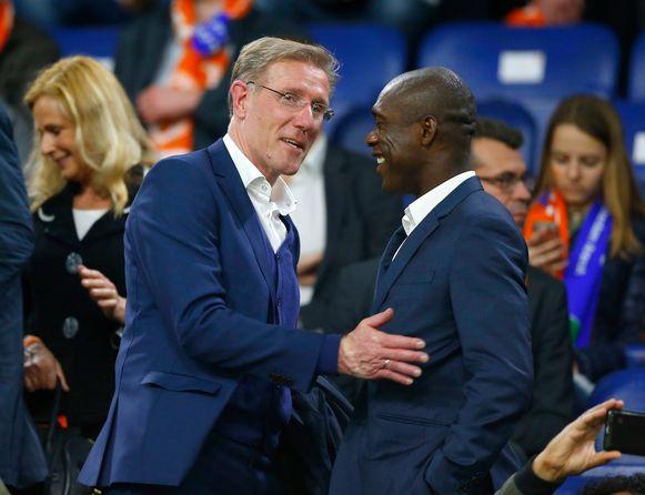 Seedorf (rechts) met Hans van Breukelen, de technisch directeur van de Nederlandse Voetbalbond.