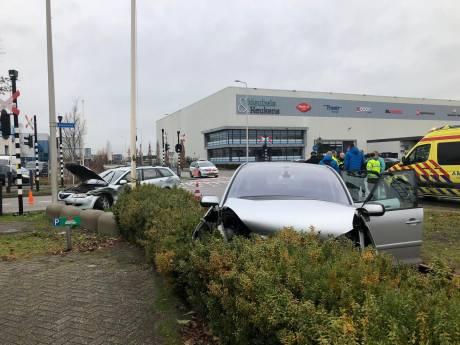 Ongeluk op hoek van Magazijnweg en Eikenlaan in Alphen