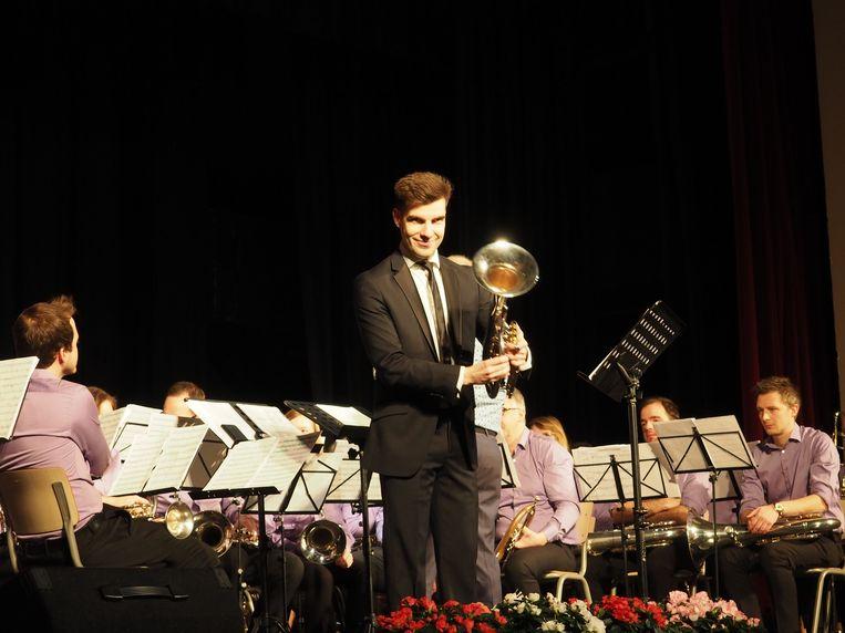 Tim De Maeseneer stelde zijn debuutalbum voor met een concert in de feestzaal van het Sint-Romboutscollege in Mechelen.