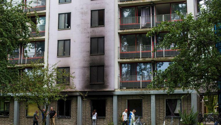 De brand woedde op de begane grond van de studentenflat aan de Rode Kruislaan in Diemen Beeld Maarten Brante