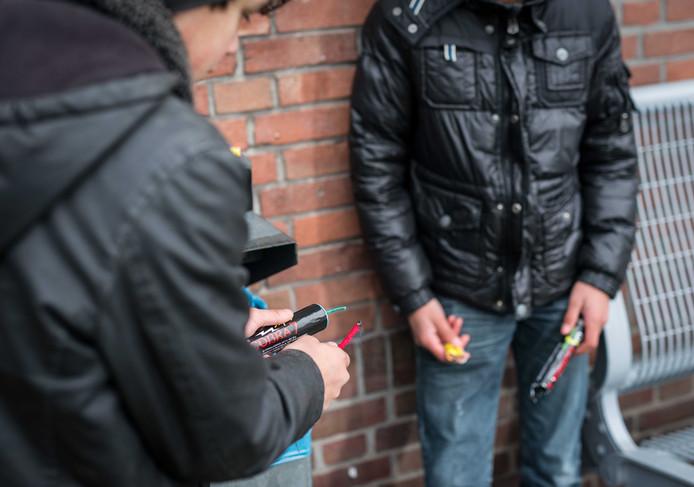 Burgemeesters in de Liemers zien meer in andere strafmaatregelen om vuurwerkvandalen te stoppen en hulpverleners als ambulancemedewerkers en agenten te beschermen. Foto ter illustratie.