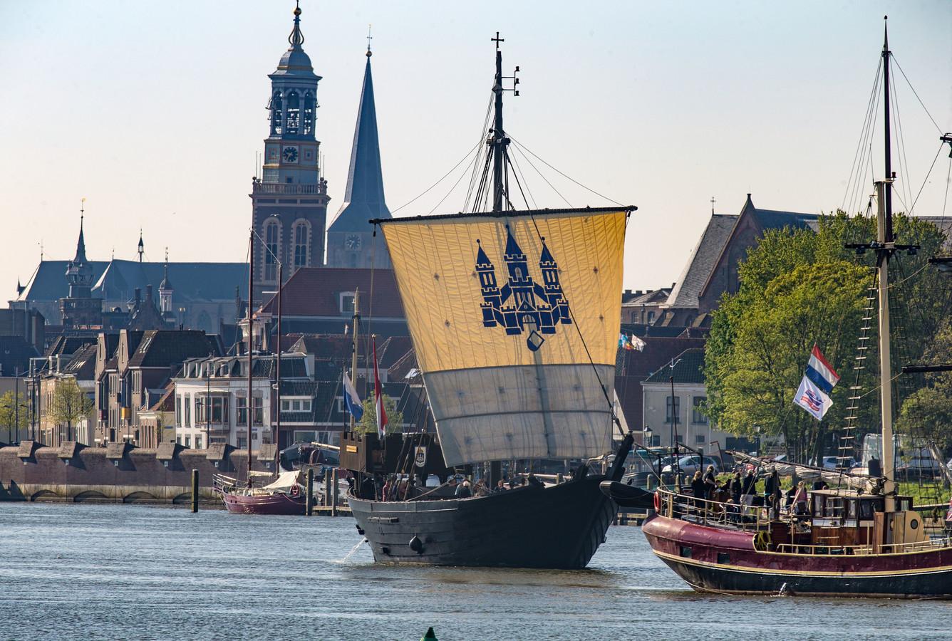 De Kamper Kogge vaart herinnert aan het Hanzetijdperk. In 2016 werden de internationale Hanzedagen in Kampen gehouden. Dit jaar is Rostock aan de beurt,  waarbij naast de nostalgie vooral de economische kansen centraal staan.