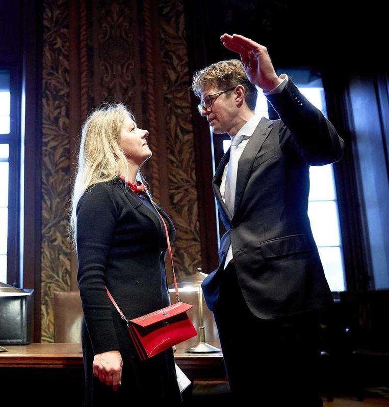 Dekker en PvdA-senator Esther Sent in de Eerste Kamer. Beeld anp