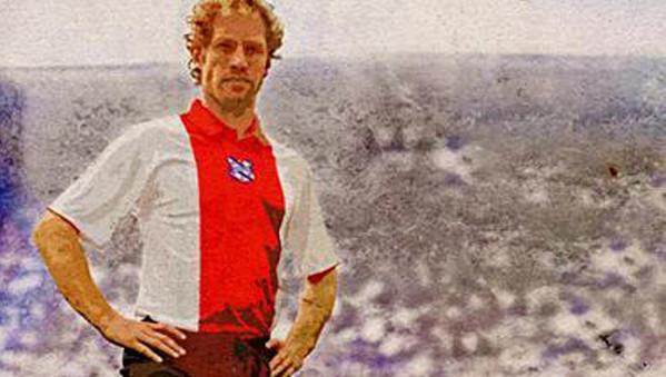 Michel Breuer in het 'Ajax-shirt' van SC Heereveen