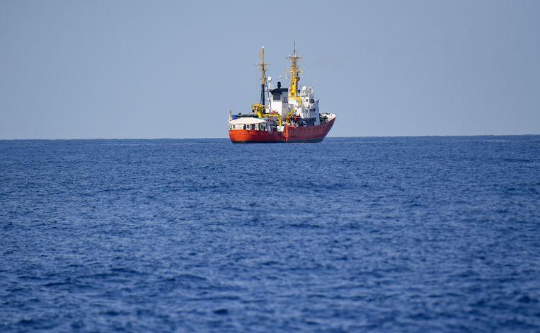 De Aquarius, met aan boord 629 migranten, mocht niet aanmeren in Italië of Malta.