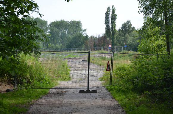 In het Groot Broek in Waasmunster wordt momenteel een nieuwe ringdijk aangelegd.
