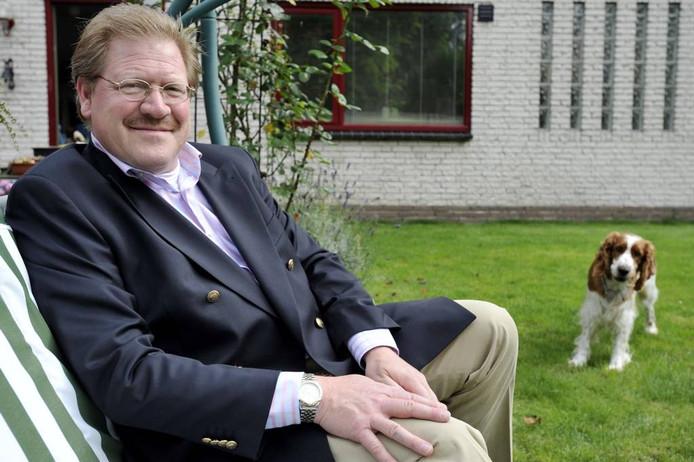 Prof. Sylvester Eijffinger in zijn tuin. Foto: Joris Buijs/PVE