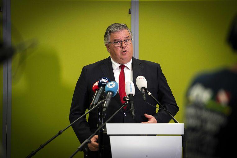 De Nijmeegse burgemeester Hubert Bruls, voorzitter van het Veiligheidsberaad, tijdens een persconferentie eerder deze maand.  Beeld ANP