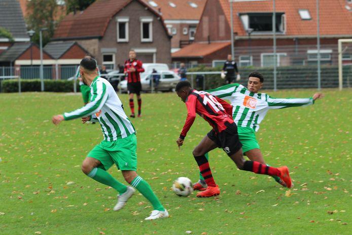 Een beeld uit het gestaakte duel tussen Groen Wit en Terneuzen.