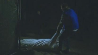 Reconstructiebeelden tonen hoe Alexandru Caliniuc slachtoffer Sofie Muylle over strand sleept