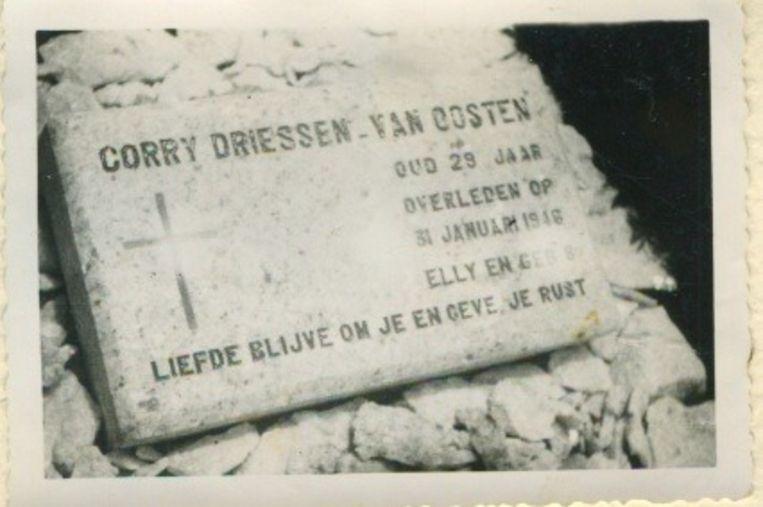 Haar graf in Kandy, Ceylon. Beeld