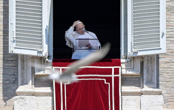 Paus Franciscus bij de zondagsmis in Vaticaanstad.