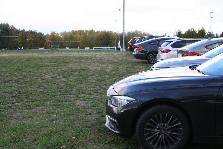 De parking voor de werken, toen nog een gewoon veld