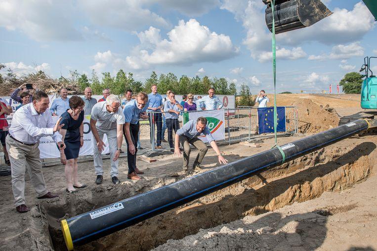 In mei 2018 gingen de eerste leidingen voor het ondergrondse net onder de grond.