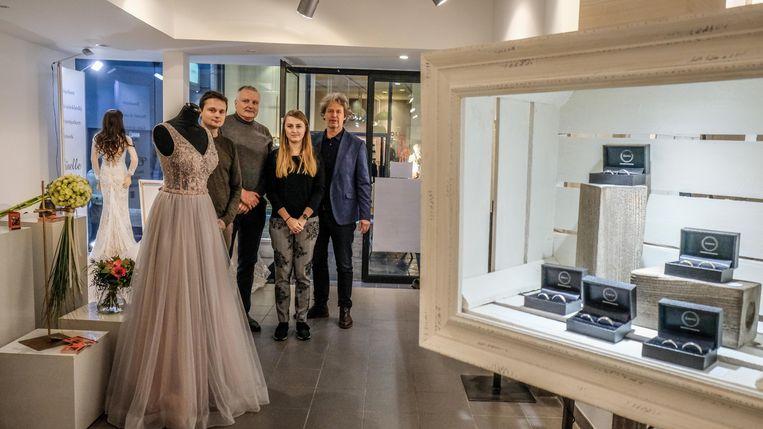 Arne Vandendriessche, Patrick Balcaen, Laura Derouf en Wout Maddens openden zatervoormiddag de trouwbeurs.