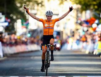 Van Vleuten kroont zich voor eerst tot wereldkampioene na monsterlijke solo van 105 kilometer