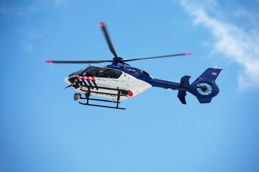 Ook een politiehelikopter zocht mee. Archieffoto.