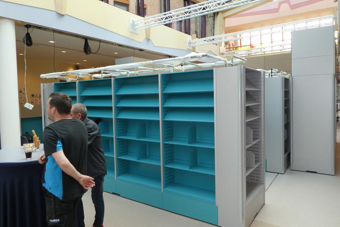 Het nieuwe bibliotheekmeubel staat al in de publiekshal van het gemeentehuis in Sint-Michielsgestel.