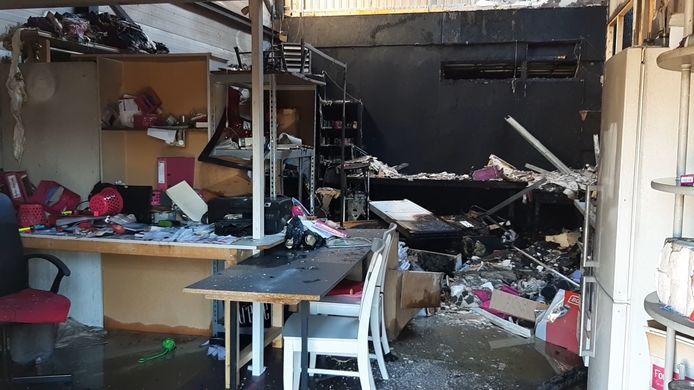 De brand was verwoestend voor bruidsmodezaak EMB Fashion in Lelystad.