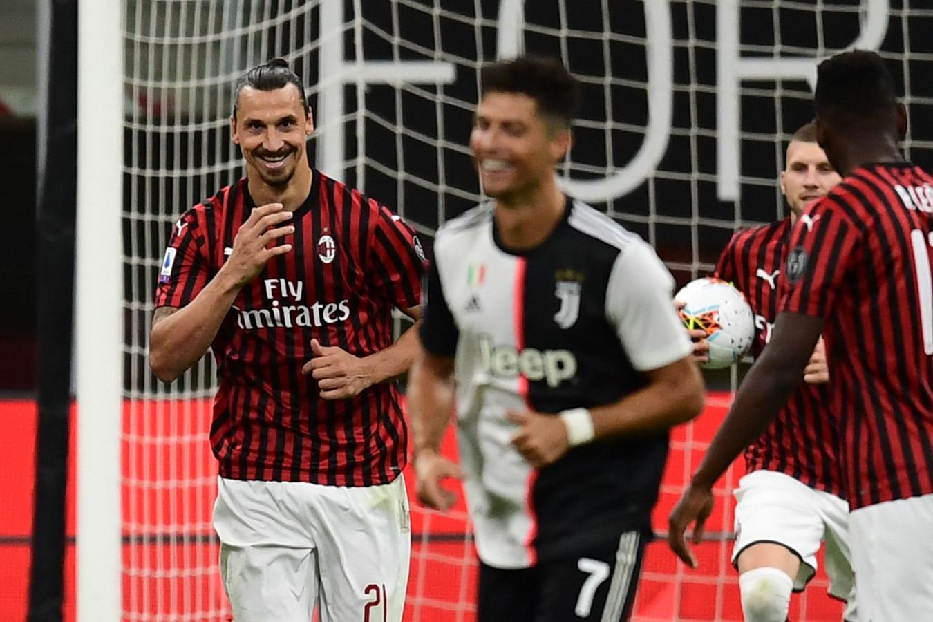 De reactie van Zlatan Ibrahimovic richting Ronaldo nadat hij een penalty heeft benut.