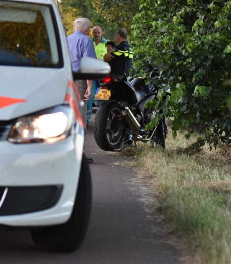 Motorrijder gewond na botsing tegen boom in Oudenbosch