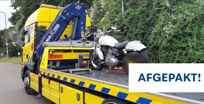 Politie Den Bosch neemt motor in beslag bij controle.