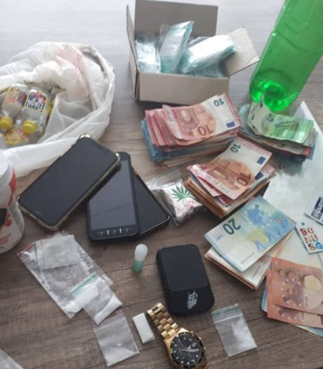 Dealer in Oss is handeltje kwijt: agenten nemen ketamine, geld en telefoons in beslag