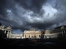 Ex-diplomaat Vaticaan bekent bezit kinderporno