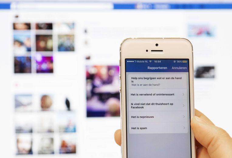 Facebook biedt de mogelijkheid nepnieuws te rapporteren met een speciale knop.  Beeld ANP