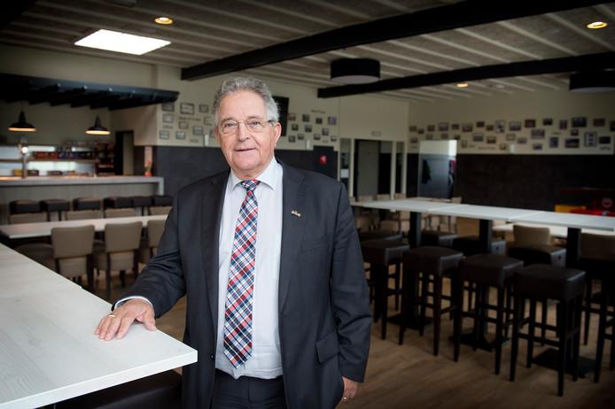 Giel Kok, hier nog als voorzitter van Blauw Wit in het in 2014 volledig gerenoveerde clubhuis.
