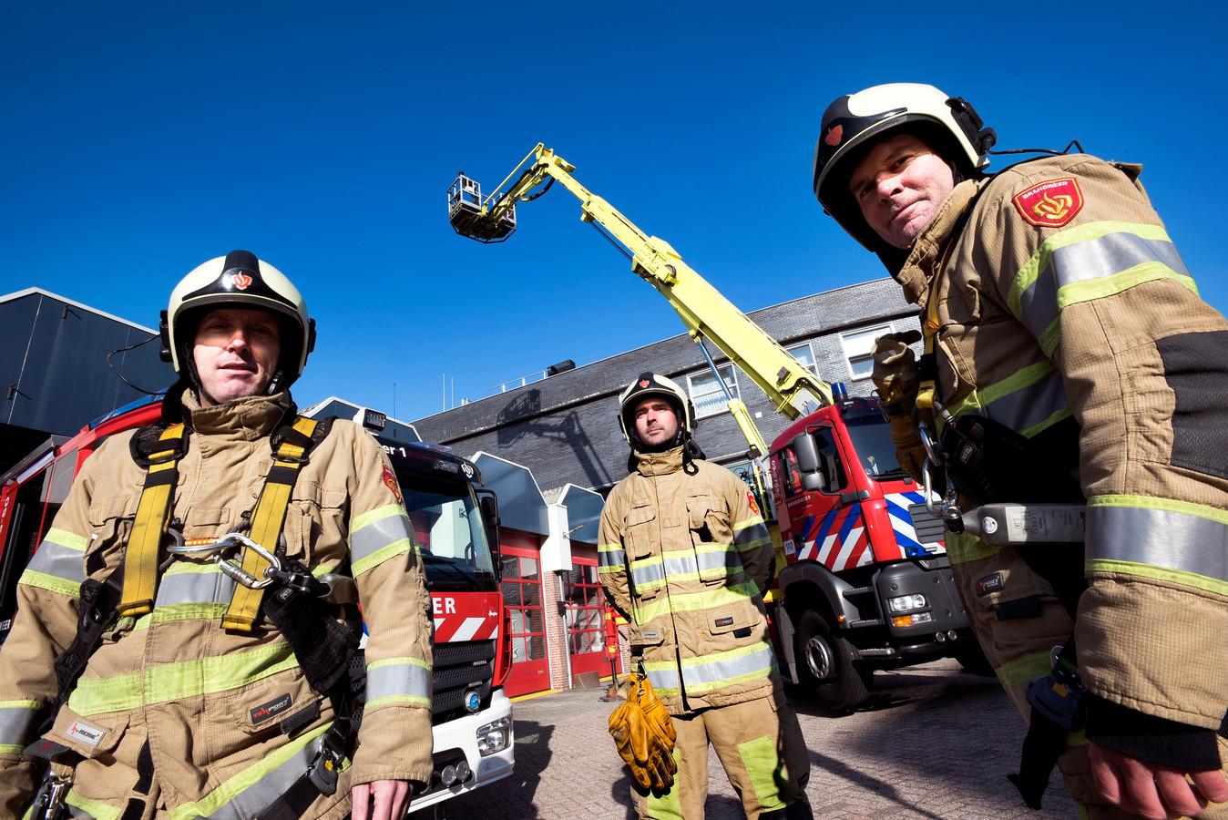 De hoogwerker van de brandweer Vianen is toch niet wegbezuinigd.