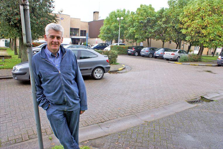 Als schepen van Cultuur lanceerde De Donder in 2007 het plan om een nieuwe bibliotheek te bouwen op de parking achter het gemeentehuis.