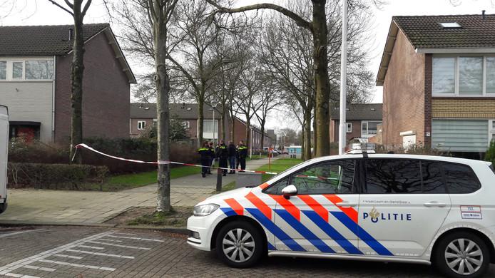 Politie aanwezig na gewapende overval op pakketbezorger in Tilburg