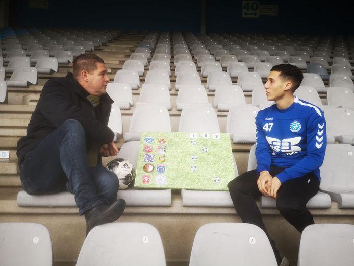 Verslaggever Dennis Arentsen in gesprek met Mo Hamdaoui van De Graafschap.
