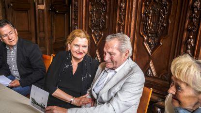 """Schipbreukeling eert na 53 jaar Brugse visser die haar familie redde: """"Ik een held? Nee, maar wel trots"""""""
